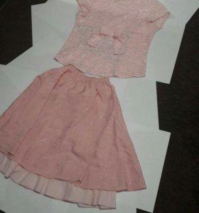 Розовый детский нарядный костюм .