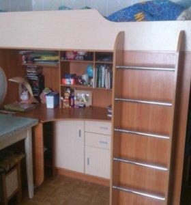 Кровать-чердак с рабочим столом и шкафом