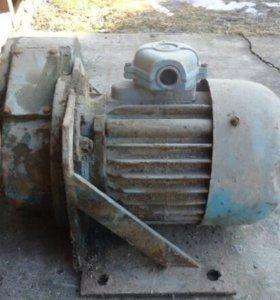 Электродвигатель 3кВт/380/1400 об с редуктором