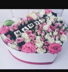 Цветы в коробке с шоколадом ,маме !