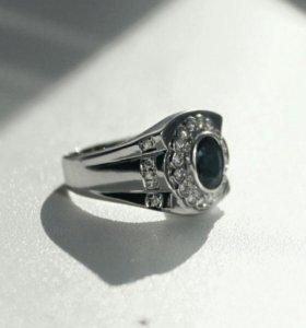 Кольцо белое золото с сапфиром и бриллиантами