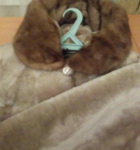 Шуба светлая овчина с капюшоном 52-56 новая