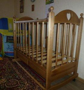 Детская кровать + матрас в кроватку