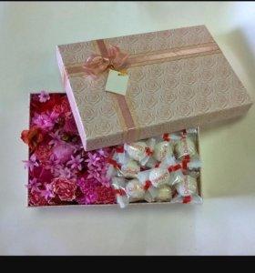 Цветы и конфеты к коробке
