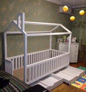 Детская кровать домик из массива
