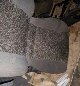 Седенья передние правое на шевроле ланос