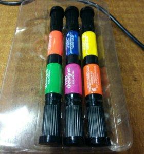 Набор лаков-маркеров для дизайна ногтей.