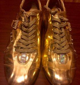 Кроссовки золотые