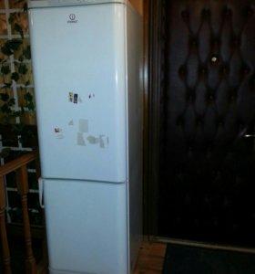 холодильник Indesit c138g.016