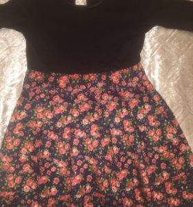 Платье . С юбкой в цветочек