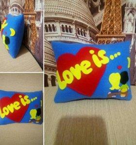 Декоративная подушка из фетра Love is... под заказ