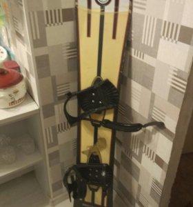 2 сноуборда с креплениями.