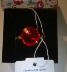 Кольцо серебро с кристалом Sworovzki раз 18,5