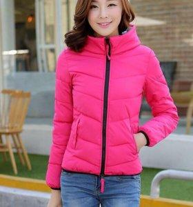 Яркая розовая курточка