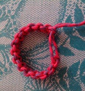 Плетеный браслет из паракорда.