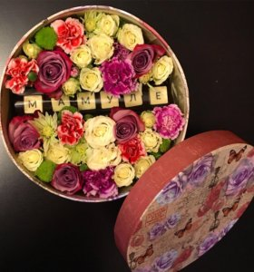 Коробочка с цветами и белым бельгийским шоколадом