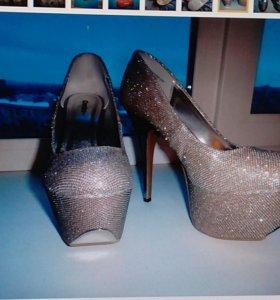 Новые туфли р.40