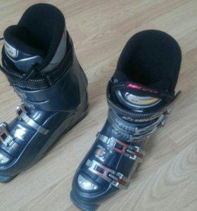 Комплект горных лыж с ботинками