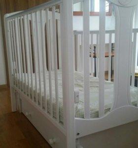Кроватка детская с маятником пр-ва Италия