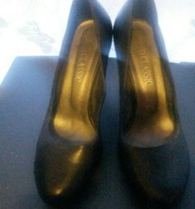 Продаю модельную обувь в отличном состоянии
