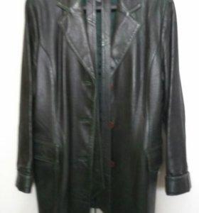 ЖенскийКожаный пиджак с поясом, темнозеленый цвет.