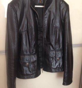 Куртка кожаная на 48 размер