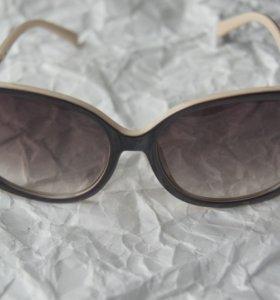Очки солнцезащитные с градиентным затемнением.