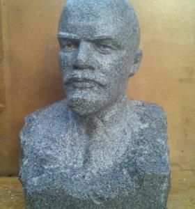 Бюст В.И.Ленина вождя мирового пролетариата.