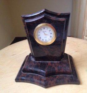 Часы в натуральном камне