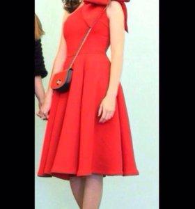 Платье на выпускной красное асимметричное
