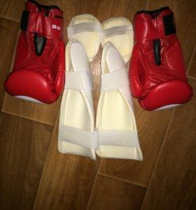 Боксерские перчатки и защита голени