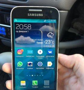 Телефон Самсунг S 4 mini
