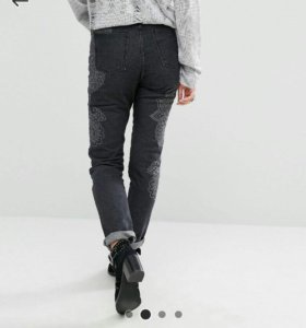 джинсы в винтажном стиле с принтом