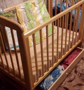 Кроватка детская ,матрас, балдахин с креплением.