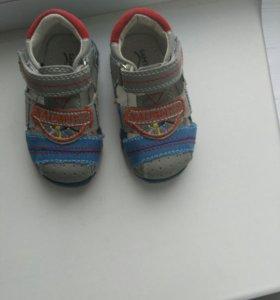 Обувь для малычика