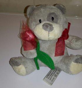 Мягкая игрушка мишка с цветком и бантом