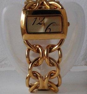 Женские наручные часы Guess со скидкой 70 %
