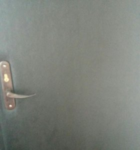 Продам входную дверь.