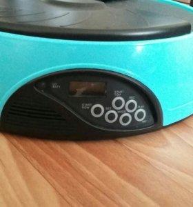Автоматическая кормушка для кошек и собак .