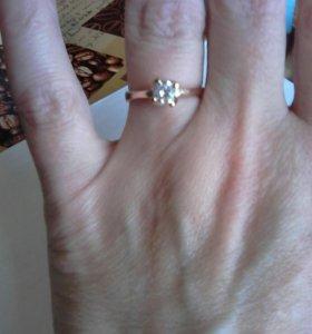 Кольца раз 17,5 .серебро с позолотой