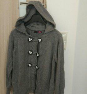 Продам женскую кофту с капюшоном 46-48 размер