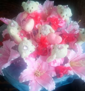 Хороший подарок девушке,  букетик цветов, которые