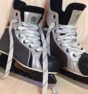 Хоккейные коньки ..