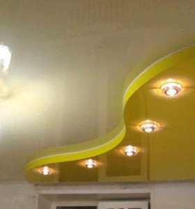 Натяжные потолки и точечные светильники