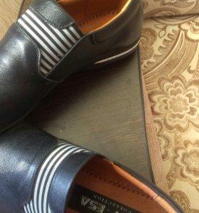 Туфли на мальчика 39размер.