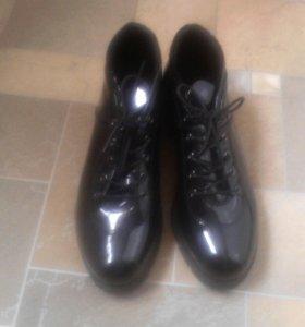 новые Лаковые ботинки весна 40размер