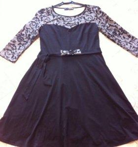 Платье Mondigo новое с поясом
