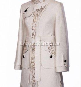 Пальто дизайнера RASLOV