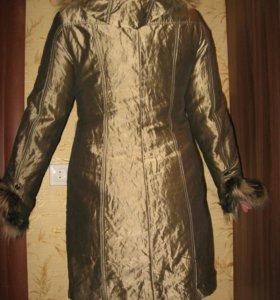 Зимнее пальто на меху.