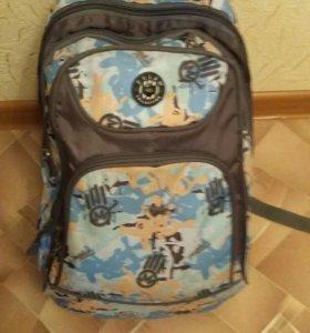 Школьный рюкзак отдам за пачку салфеток памперс
